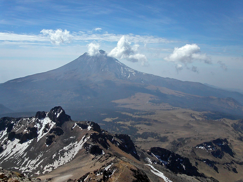 Ixtaccihuatl : the mountaineers playground in Mexico