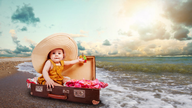 Traveling with a baby? List of essentials things to put in your cabin luggage